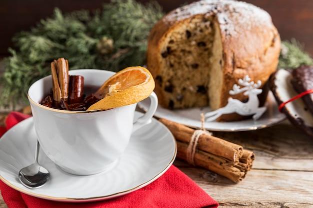 Вид спереди праздничная рождественская композиция из вкусностей