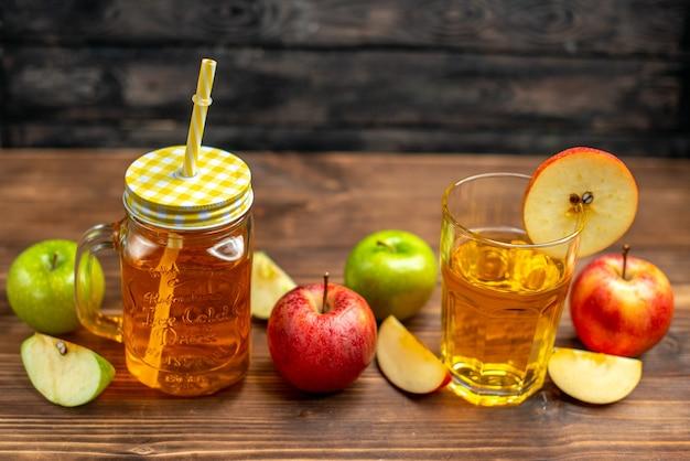Vista frontale succo di mela fresco all'interno lattina con mele fresche su cocktail di frutta foto bevanda di colore scuro