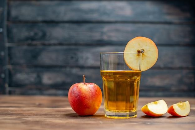 Вид спереди свежий яблочный сок со свежими яблоками на темном напитке фото коктейль фрукты
