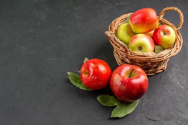 Vista frontale mele fresche frutti morbidi sul tavolo grigio frutta fresca matura dolce