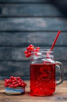 어두운 바 과일 사진 칵테일 컬러 음료 베리에 전면보기 신선한 크랜베리 주스 내부 수 있습니다.