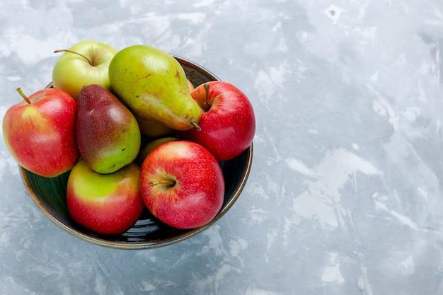 正面図新鮮な果物リンゴとマンゴーライトホワイトデスクフルーツ新鮮なまろやかな熟した木の写真