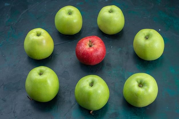 Вид спереди свежие зеленые яблоки на темно-синем столе фрукты свежее дерево растение спелое
