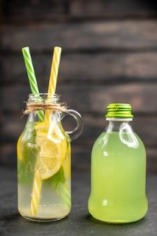 Vista frontale limonata fresca in bottiglia