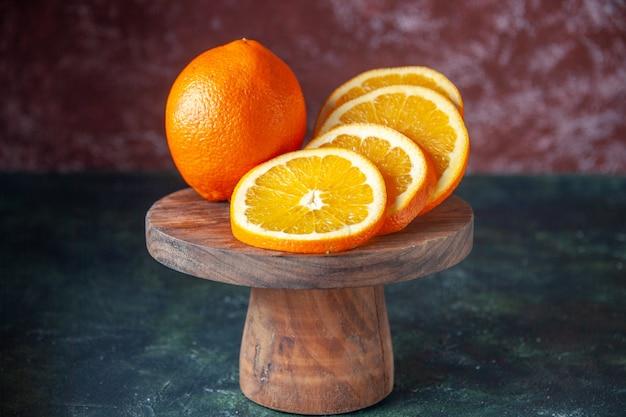 어두운 배경 과일 감귤 색 부드러운 감귤 익은 주스 나무 맛에 전면 보기 신선한 오렌지