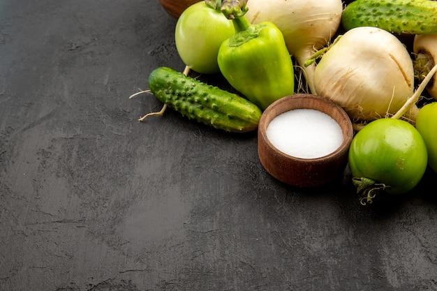 正面図暗い表面の新鮮な野菜ダイエット食事サラダ健康的な生活食品熟した食事