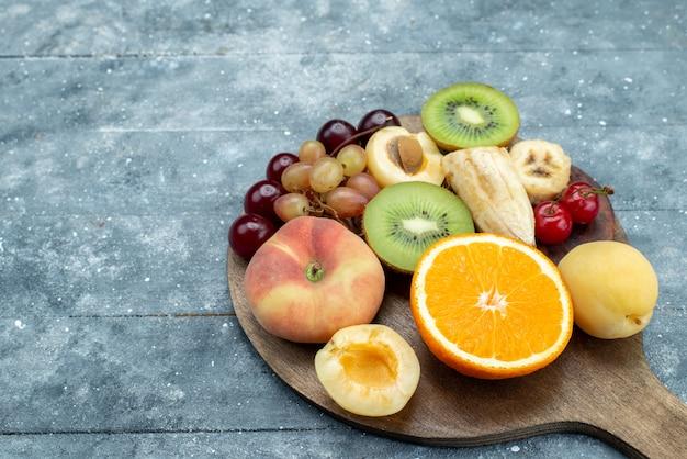 正面の果物の構成をスライスして全体を灰色に