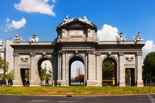 Front view of gate of toledo. madrid Free Photo