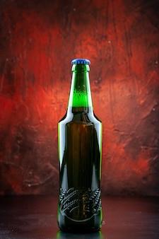 Зеленая пивная бутылка, вид спереди