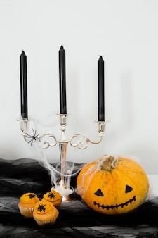 Vista frontale del concetto di caramelle di halloween