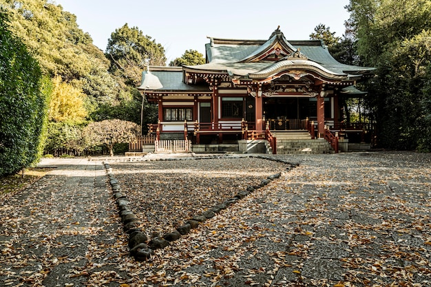 Vista frontale del tempio giapponese