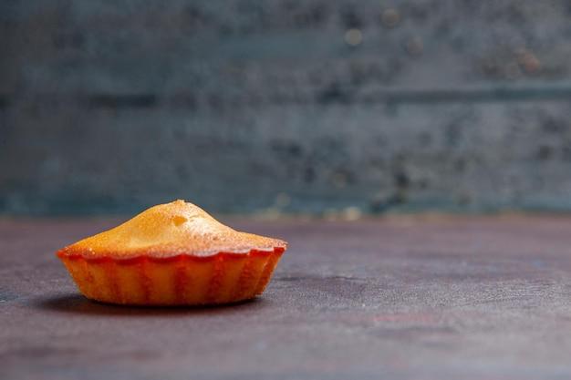 正面図暗い背景の小さなおいしいケーキパイビスケットケーキ甘いクッキーシュガー