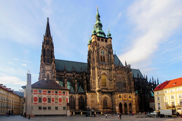 Front view of the main entrance to the st. vitus cathedral in prague castle in prague, czech republic Premium Photo