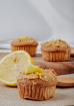 Front view muffin with half a lemon on the table