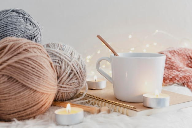 Front view mug with candles and yarn