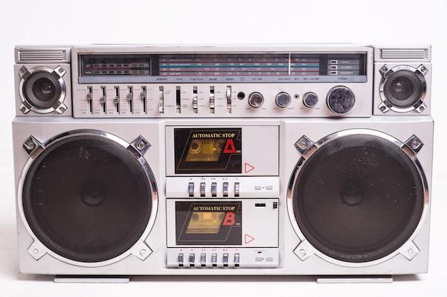 ヴィンテージブームボックスカセットテーププレーヤーの正面図
