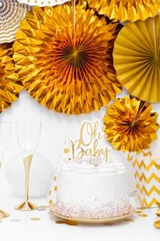 ベビーシャワーのケーキの概念の正面図