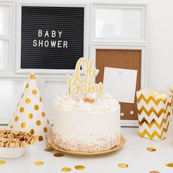 Вид спереди концепции торта детского душа