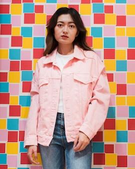 日本の美しい少女の正面図