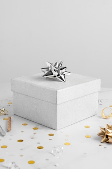 Подарок на рождение ребенка, вид спереди с копией пространства