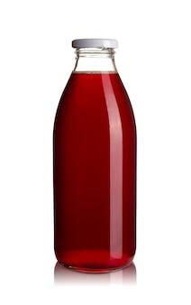 Вид спереди стеклянной бутылки вишневого сока, изолированной на белом