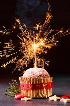 線香花火とクリスマスカップケーキの正面図