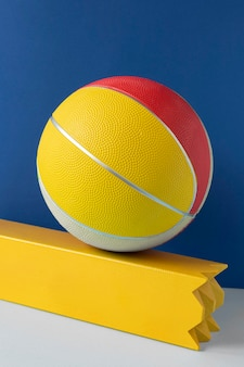 Вид спереди красочного баскетбола