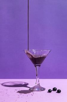 Вид спереди вкусного фруктового сока