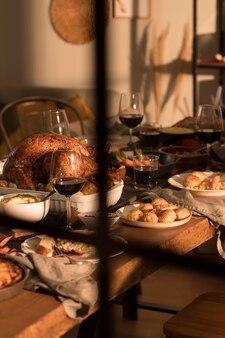 おいしい感謝祭の食事の正面図