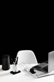 Вид спереди концепции стола с копией пространства