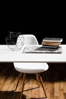 Вид спереди концепции стола