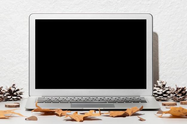 Вид спереди на устройства с копией пространства