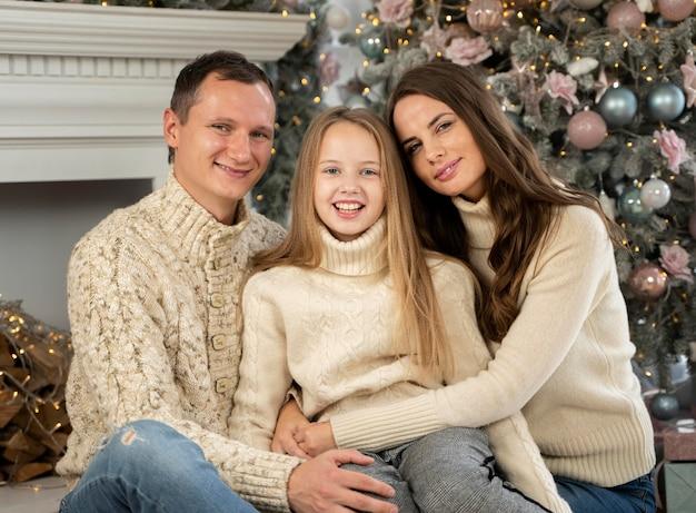 家族のクリスマスの肖像画の正面図