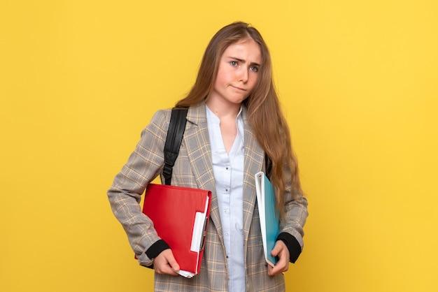 ファイルと女子学生の正面図