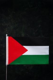 Вид спереди флага палестины на черном