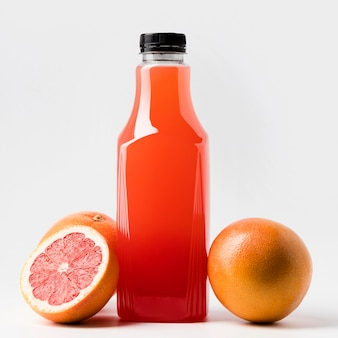 キャップ付きグレープフルーツジュースボトルの正面図