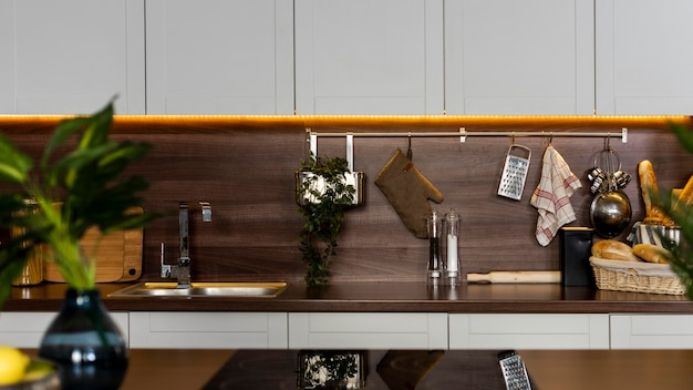 Вид спереди кухонной стойки
