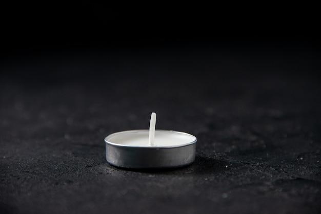 블랙 라이트 촛불의 전면보기