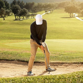 남자 골프 클럽의 전면보기