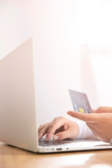 オンラインショッピングの概念の正面図