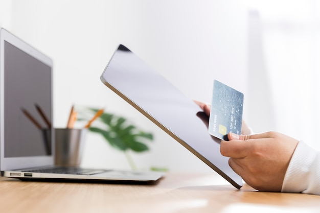 온라인 쇼핑 개념의 전면 모습