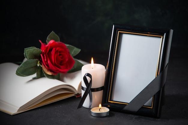블랙에 붉은 꽃과 액자의 전면보기