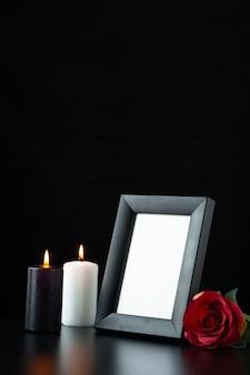 블랙에 빨간 장미와 액자의 전면보기