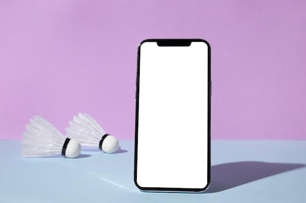 2つのシャトルコックを備えたスマートフォンの正面図