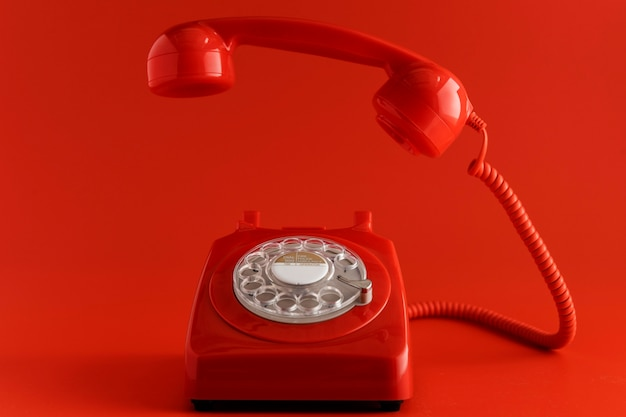 Вид спереди старинного телефона
