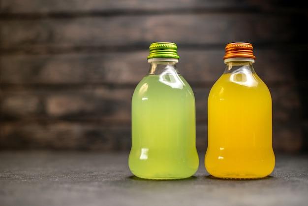 正面図オレンジと黄色のジュース