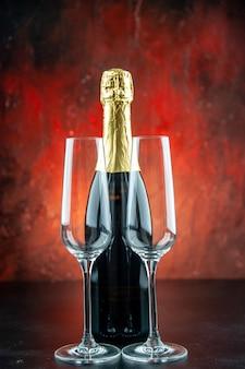 Vista frontale un paio di flute di champagne champagne