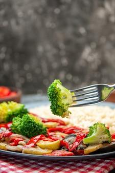 Крупа перловая с вкусными овощами, вид спереди