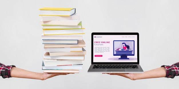 Вид спереди стопка книг рядом с ноутбуком
