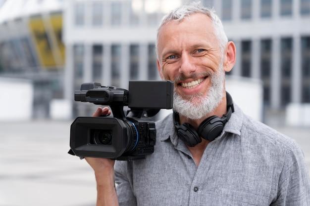 カメラマンの正面図の肖像画
